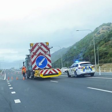 Crash closes both lanes on Kāpiti Expressway, Paraparaumu