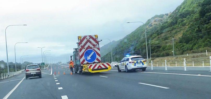 Crash closes both lanes on Kāpiti Expressway, Paraparaumu