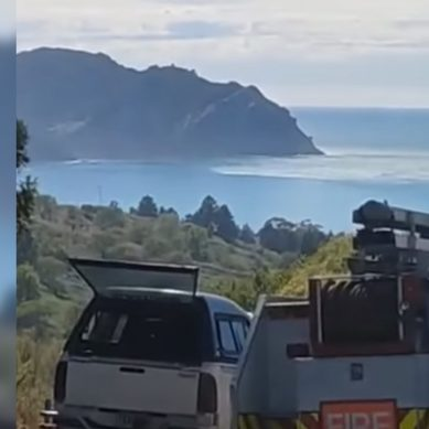 Tsunami surge approaches Tokomaru Bay following magnitude 8.1 earthquake, Northland – video