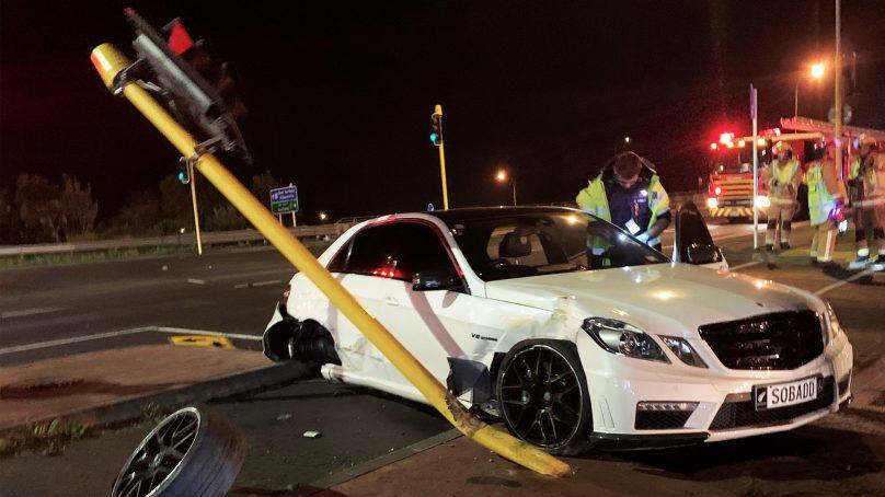 Police seek witnesses after Mercedes Benz crashes on Auckland Motorway